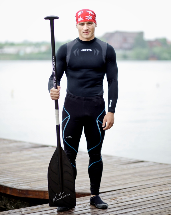 Această imagine are atributul alt gol; numele fișierului este victor-mihalachi-campion-mondial-caiac-canoe-foloseste-produsele-CORAL-CLUB-1.jpg